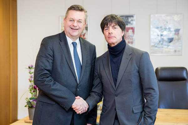 Fußball WM: DFB-Präsident Reinhard Grindel und Joachim Löw - Foto: gettyimages / DFB