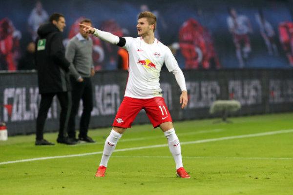"""RB Leipzig bezwang FC Schalke 04 mit Glück des tüchtigen Spitzenreiters und """"Schwalben-Elfer"""""""
